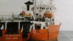 Três pescadores portugueses sobrevivem a naufrágio de navio a 2500 quilómetros do Cabo da Boa Esperança