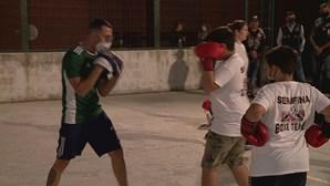 Casal do bairro da Serafina em Lisboa cria clube de boxe com aulas gratuitas