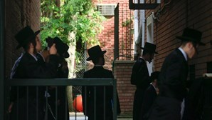 Autoridades de saúde proíbem casamento judaico que iria juntar 10 mil convidados em Nova Iorque