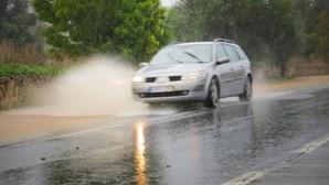 Vêm aí dias com chuva forte e possibilidade de inundações: sete dicas de condução segura em estrada molhada
