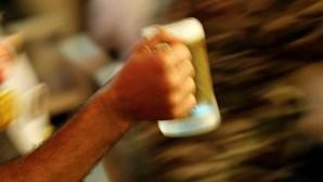 Norte-americano faz dieta líquida com água, café, chá e... cerveja