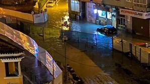 Imagens das cheias em Sacavém provocadas pelo mau tempo