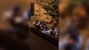 Festa ilegal com mais de 100 jovens na rua acaba à pedrada na Amadora