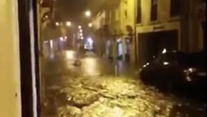 Rua no centro de Lisboa inundada devido ao mau tempo