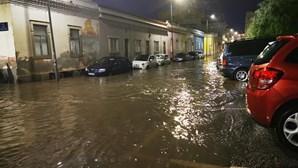 Inundações, queda de estruturas e espaços alagados. As imagens da destruição provocada pelo mau tempo em todo o país