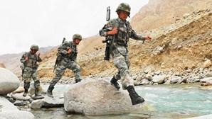 """Índia entrega soldado chinês """"perdido"""" na fronteira disputada"""