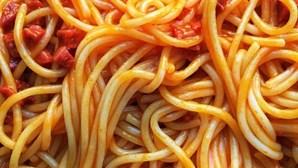 Família de nove pessoas morre após refeição de noodles congelados
