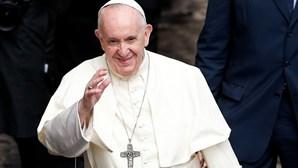 Papa critica em livro protestos contra medidas anticovid e elogia liderança das mulheres