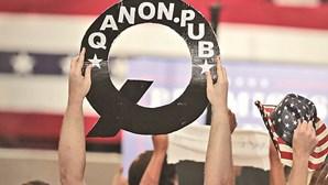 Qanon: Teoria da conspiração tem cada vez mais adeptos