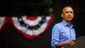 """""""Podemos sair deste buraco"""": Obama ataca Trump em discurso de campanha por Joe Biden perante uma 'plateia' de carros"""