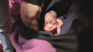 Mulher condenada a nove anos de prisão por deixar bebé no lixo