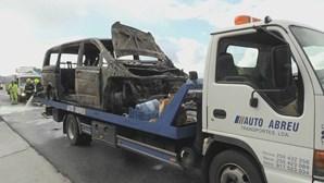 Chamas destroem ambulância na A4 em Vila Real