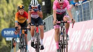 Mau tempo troca as voltas ao Giro: Etapa foi encurtada a pedido dos ciclistas