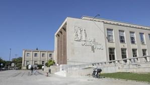 Faculdade de Letras e Instituto de Geografia de Lisboa cancelam aulas presenciais entre 30 de outubro e 3 de novembro