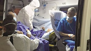 Quatro infetados com Covid-19 transferidos do Hospital de Cascais para Abrantes numa só ambulância e sem apoio médico
