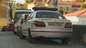 Ameaçava de morte mulher e usava armas de fogo para a intimidar em Leiria