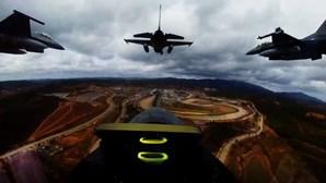 F-16 da Força Aérea sobrevoam GP de Portugal de Fórmula 1 a alta velocidade. Veja as imagens