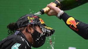 """Hamilton faz história no GP de Portugal de Fórmula 1 em """"dia abençoado"""""""