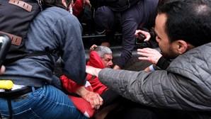 Dezenas de pessoas feridas durante confrontos entre manifestantes e apoiantes de Trump em Nova Iorque