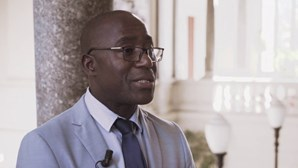 Ministro da Saúde foi primeiro a ser vacinado contra a Covid-19 em Moçambique