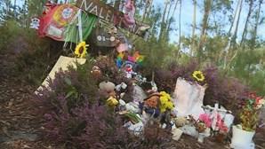 Populares constroem memorial em homenagem a Valentina na Serra d'El-Rei