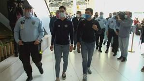 Ciclistas João Almeida e Rúben Guerreiro chegam a Portugal após Giro histórico em Itália