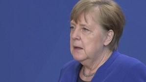 """Angela Merkel pede aos EUA que abram o """"mercado"""" e permitam exportações de vacinas"""