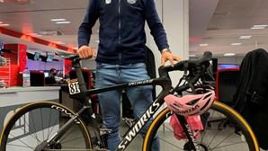 João Almeida faz visita guiada à bicicleta que lhe deu lugar histórico no Giro de Itália