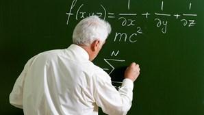 Escolas à procura de 371 professores