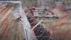 Soldados bêbados em carro blindado invadem aeroporto de Volvograd