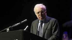 Prémio Camões 2020 entregue a Vítor Aguiar e Silva, crítico do novo acordo ortográfico