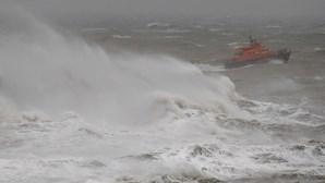 Mulher e duas crianças morrem em naufrágio no Canal da Mancha