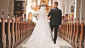 Casamentos só com noivos e padrinhos