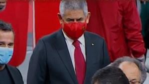 """Vieira já votou: """"Benfica é um clube democrático e a sua grandeza é esta mesmo"""". Acompanhe ao minuto"""