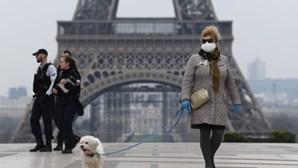 França anuncia novo confinamento com medidas mais restritivas