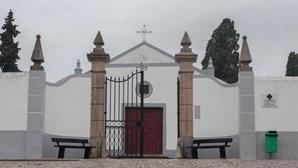 Cemitérios do Litoral Alentejano abertos, mas com lotação limitada