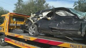 Comboio abalroa carro e provoca um ferido em Coimbra
