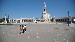 Santuário de Fátima pinta círculos no chão para separar fiéis na peregrinação de outubro