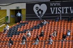 Duas centenas de adeptos no regresso do público aos jogos da II Liga