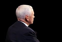 Um momento insólito acabou por marcar o debate: uma mosca pousou na cabeça do candidato republicano e as reações nas redes sociais não se fizeram esperar