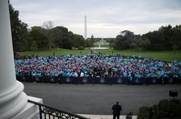 Trump discursou para algumas centenas de apoiantes pela primeira vez após ficar doente com Covid-19