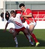 Tomás Araújo (à direita) joga pelas equipas B do Benfica e sub-23
