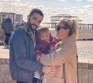 Tom Parker com a mulher e a filha