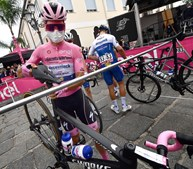 João Almeida: mais um dia na Volta a Itália com a camisola rosa