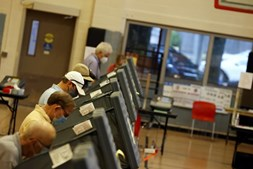 Eleitores registam o voto em Houston, no Texas