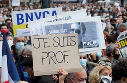 França homenageia Samuel, o professor decapitado após mostrar caricatura de profeta numa aula