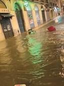 Rua das Pretas, em Lisboa, ao fim da tarde ficou intransitável