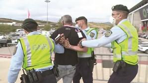 Homem com bilhete reagiu mal quando não o deixaram entrar e foi detido