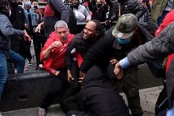 Dezenas de pessoas detidas durante confrontos entre manifestantes e apoiantes de Trump em Nova Iorque