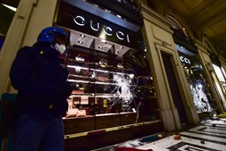 Lojas de luxo atacadas em Turim
